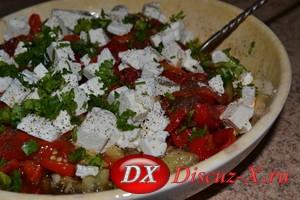 Салат из перцев и баклажанов с мятой и фетой
